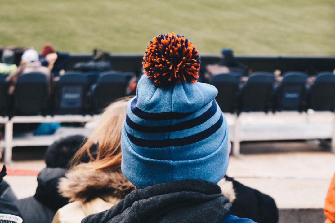 Zuschauer beim Fussballspiel im Stadion