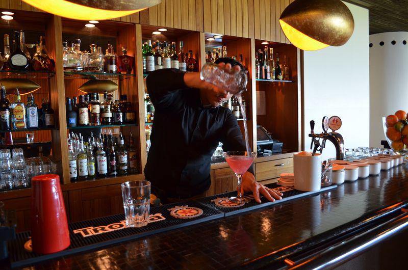 An der Cheminée-Bar wird bei einem Schlummerdrunk ein erlebnisreicher Tag auf dem Stoos abgerundet.