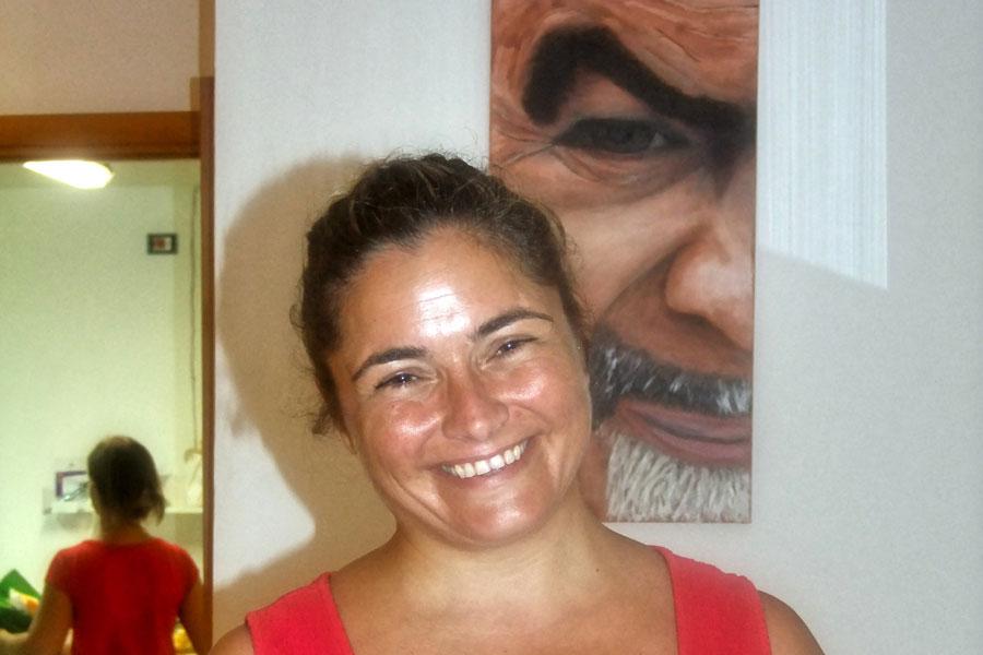 Portait von Sabina Avagliano vom Centro Ferie Salvatore, die Rollstuhlurlaub in Italien möglich macht.