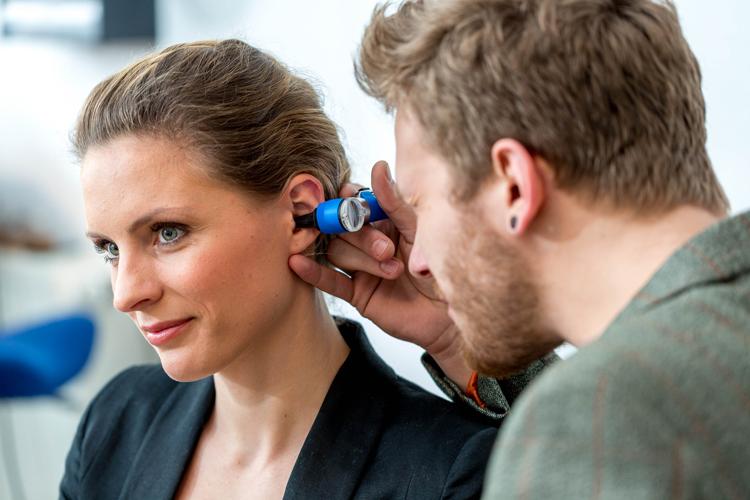 Regelmässige Kontrollen schützen gegen Hörverlust