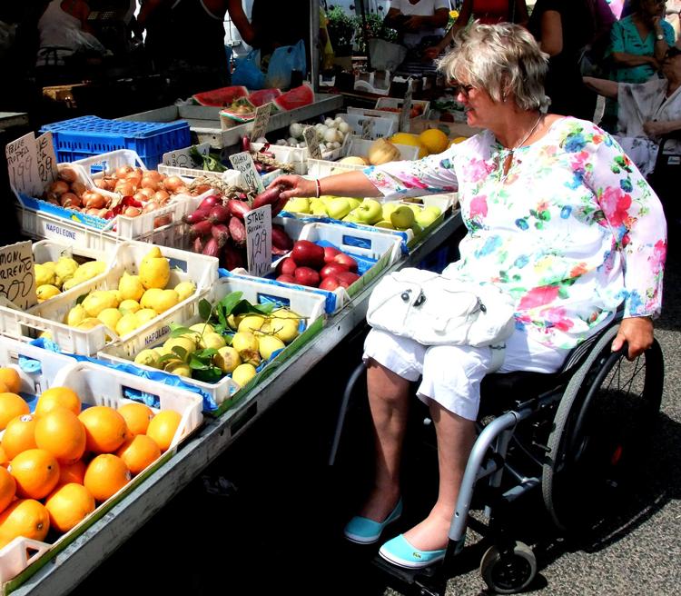 Zum Markt im Rollstuhl - kein Problem