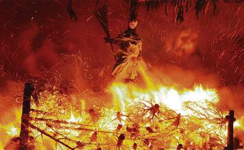 Schweizer Winterbräuche: Das Verbrennen der Funkenhexe ist keineswegs ein Überrest der Hexenverbrennung, sondern mehr in Anlehnung an die Fasnacht entstanden.