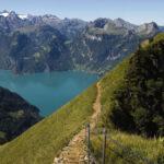 Höhenweg für Gradwanderung in der Bergwelt Stoos in der Zentralschweiz