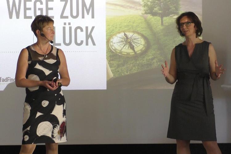 Katrin Seemann und Dr. Elke Marie Gand im Vortrag über Stress