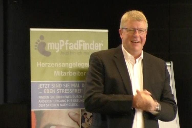 Ralf Wuzel begrüsst die Teilnehmer zum Herbstevent 2016 in Hof