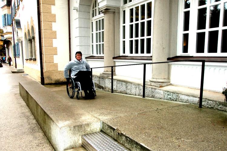 Mit dem Rollstuhl zum Schloss Neuschwnastein von König Ludwig II.