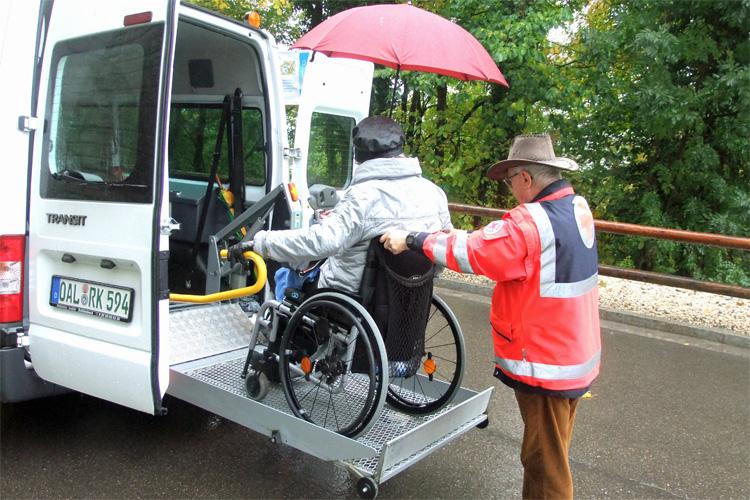 Der Behinderten-Transfer vom Roten Kreuz ist eine angenehme Transportmöglickeit