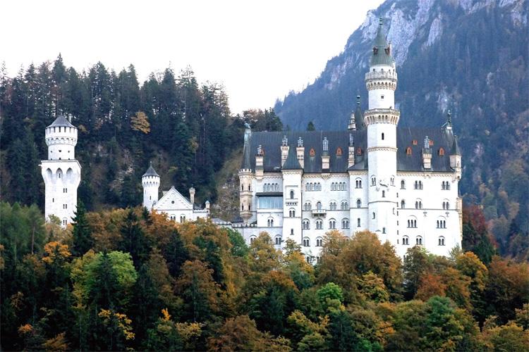 Schloss Neuschwanstein von König Ludwig mit dem Rollstuhl besuchen