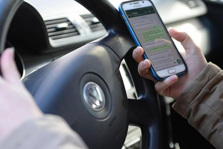 Handy ist während dem Autofahren tabu