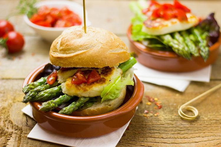 Burger mit Spargel