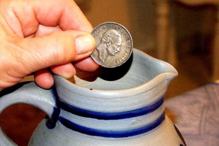 Organische Verunreinigung mit Silbermünze beseitigen