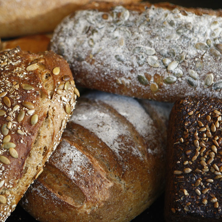 Dunkle Brotsorten sind besser als Weissbrot