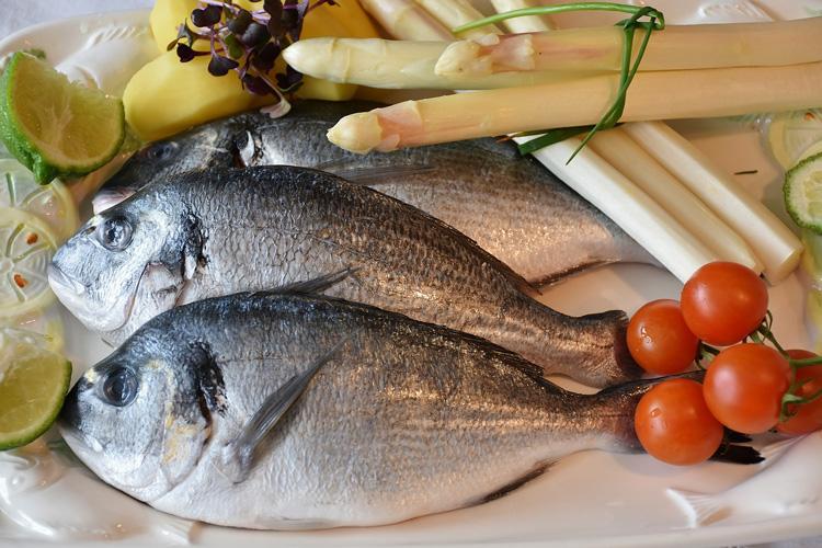 Genussvoll Essen Fisch & Spargel