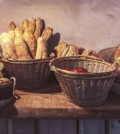 Brotauslage in Bäckerei