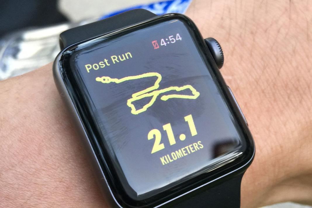 Fitness-Watch am Handgelenk