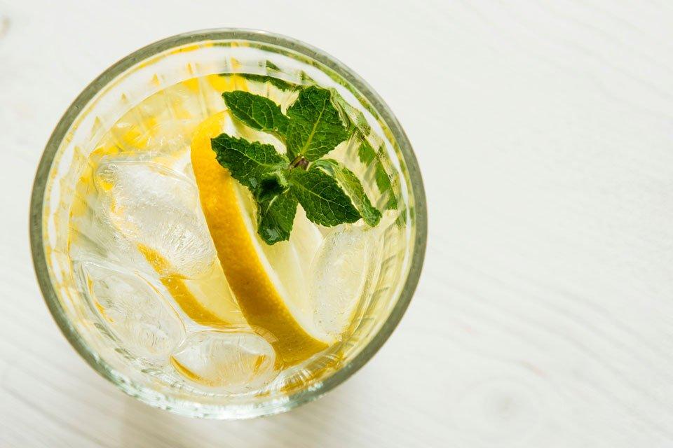 Zitronenmelisse im Kaltgetränk