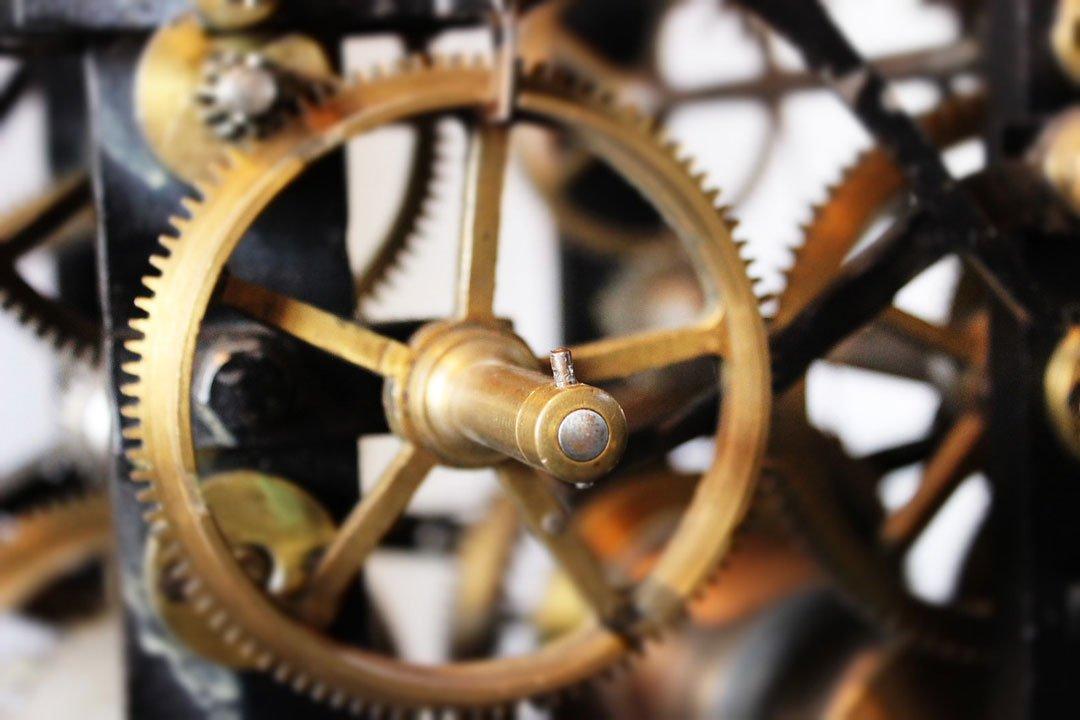 Zahnräder in einem mechanischen Werk