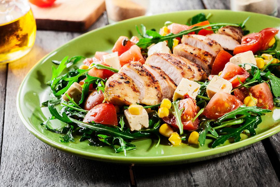 Leichte Mahlzeit auf Teller