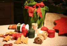 Zuckerhutfichte weihnachtlich dekorieren