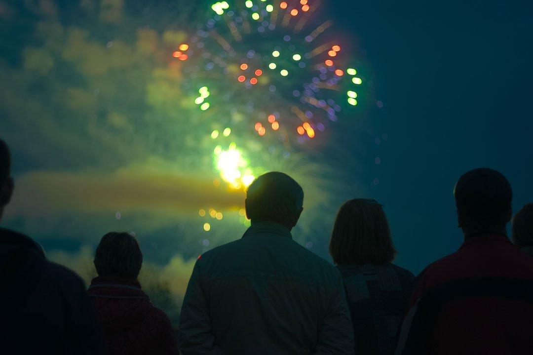 Feuerwerk mit Zuschauern