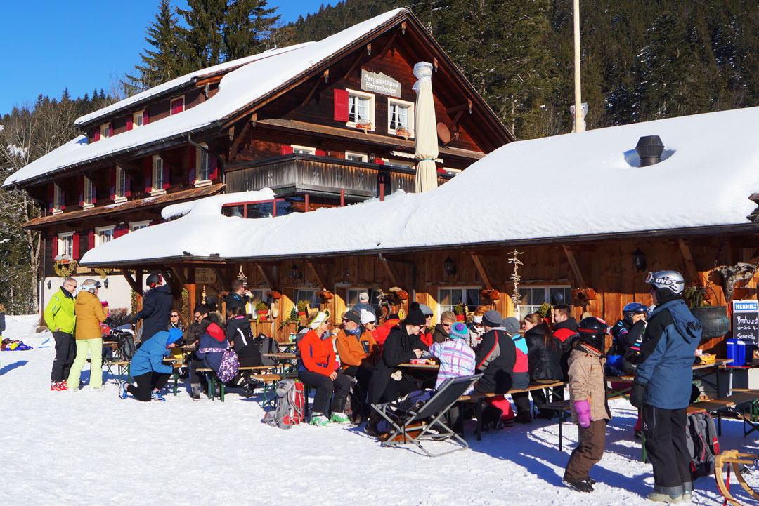 Pause in der Skihütte