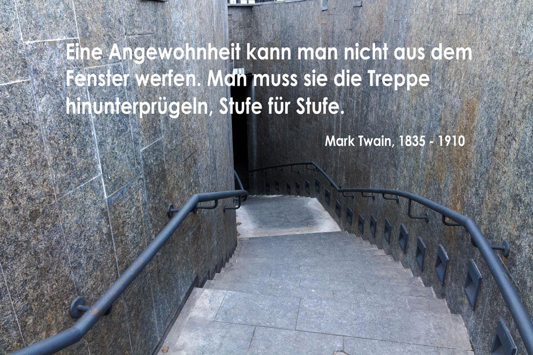 Bild Treppenabgang mit Spruch