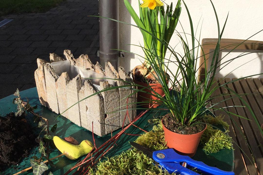 Übersicht der benötigten Materialien für das Frühlingsgesteck