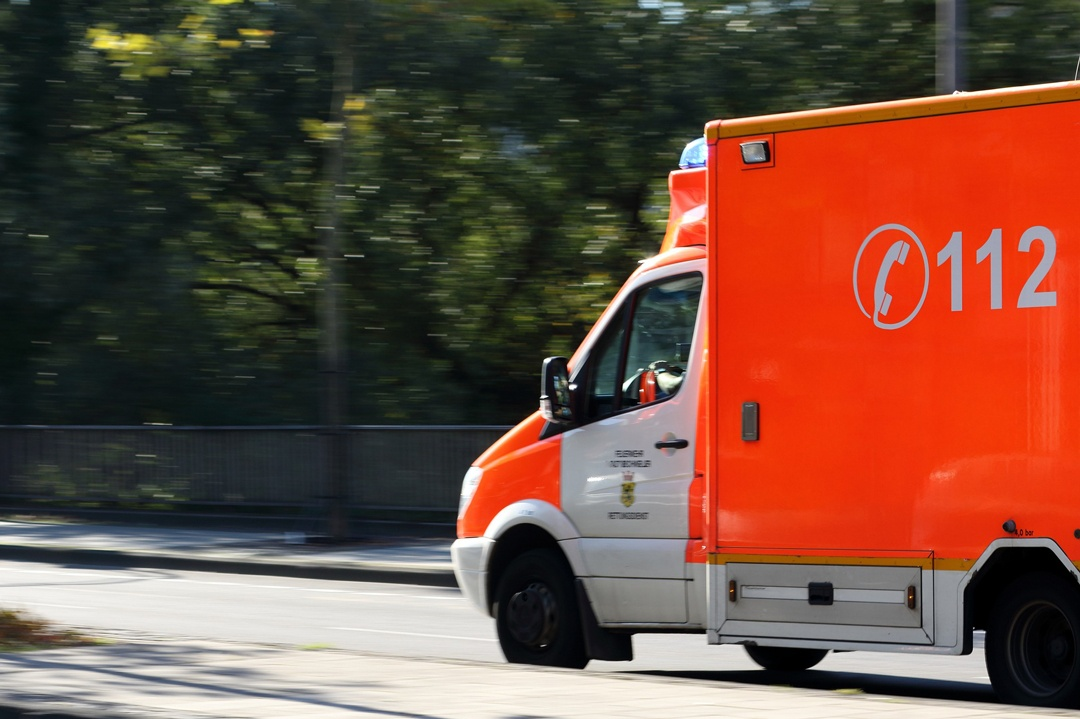 Bei Problemen mit dem Herz, sofort Rettungswagen alarmieren.