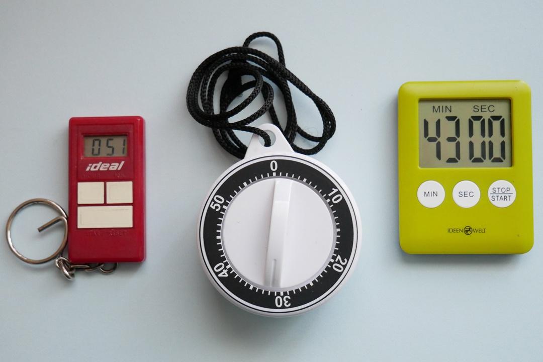 Kurzzeitwecker erinnern an den Schluck Wasser. Manche wiederholen die eingestellte Zeit automatisch.