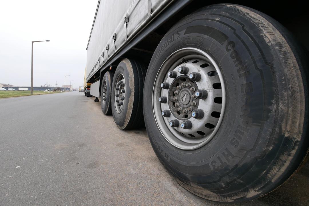 Feinstaub aus Reifen- und Bremsbelagabrieb sind dem Verbraucher kaum bekannt.