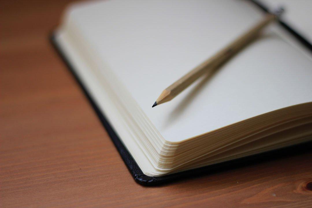Notizbuch mit leeren Seiten.