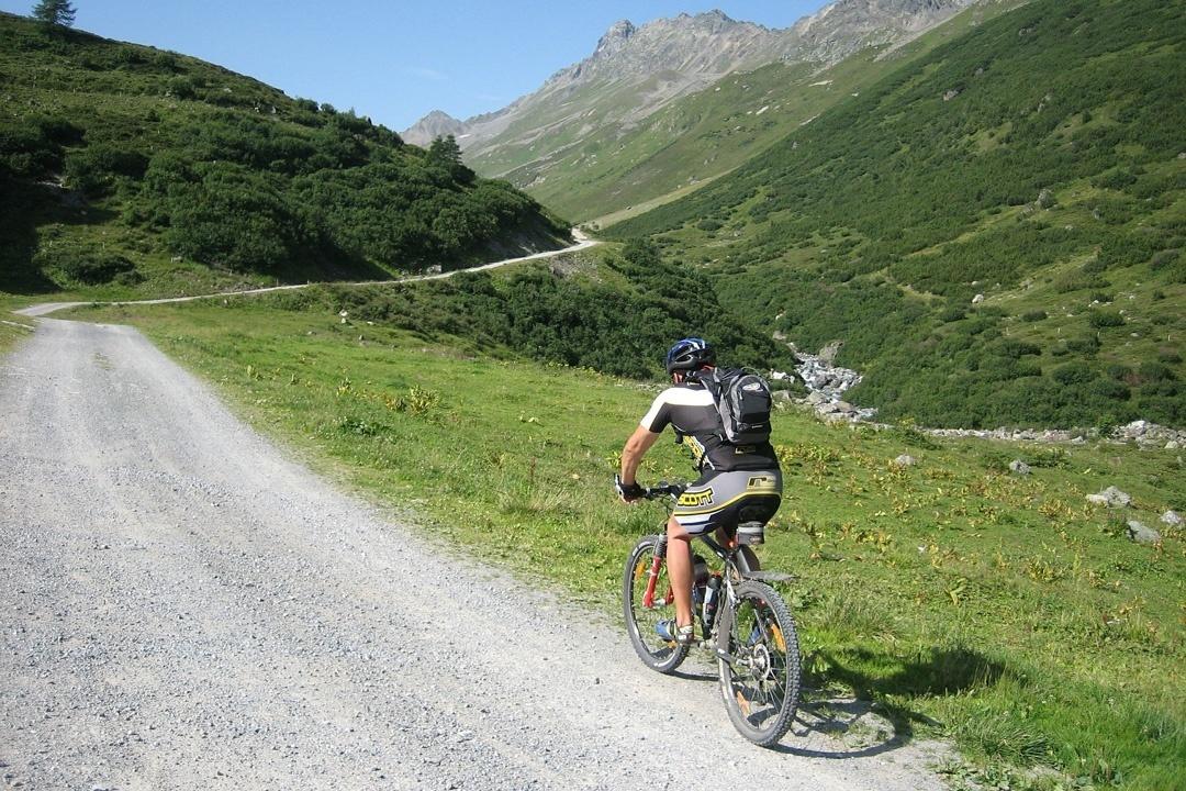 Bergauffahren mit dem Mountainbike