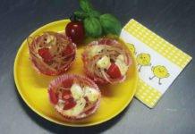 Spaghetti-Moffins mit Tomaten, Mozarella und Ei