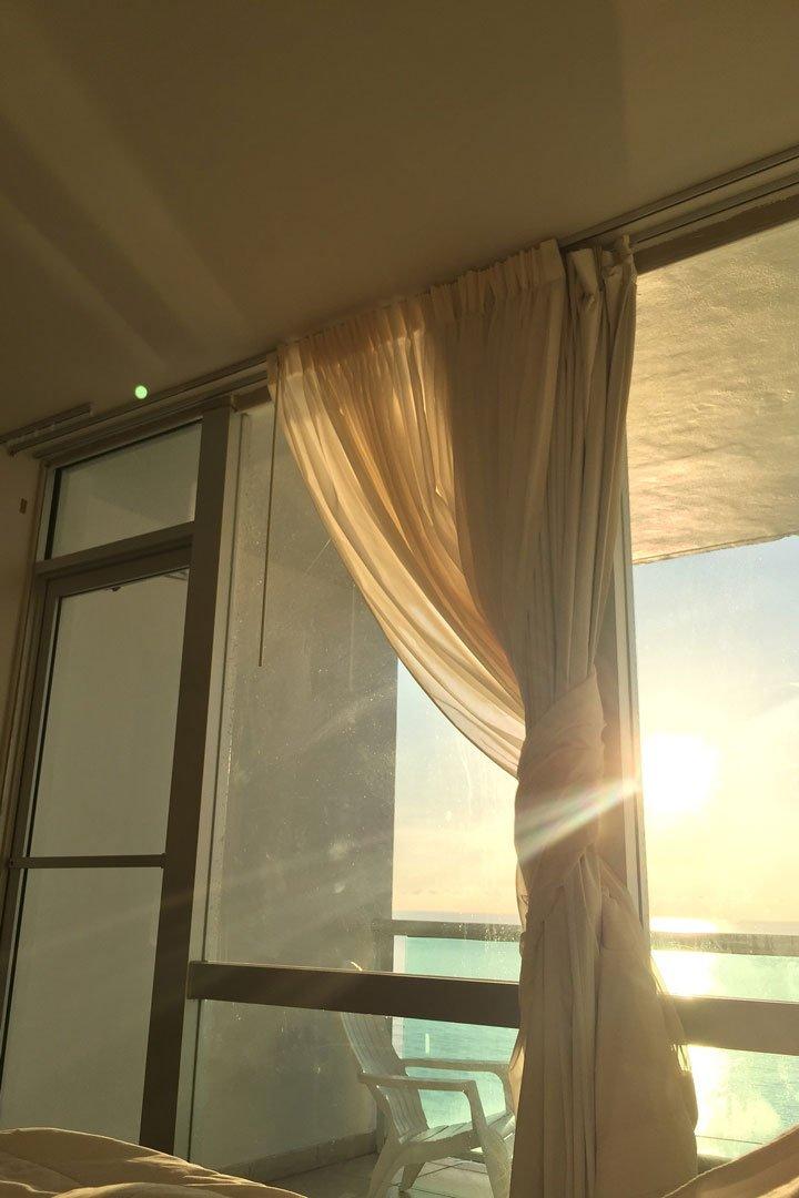 früh morgens möglichst direkt nach dem Aufstehen für ausreichend Tageslicht sorgen.