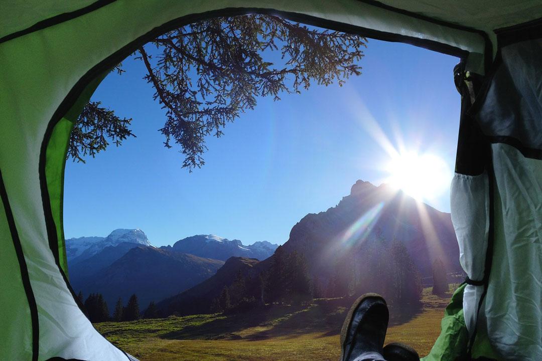 Bei einer längere Wandertour über einen ganzen oder mehrere Tage, sollten Sie auch für eine Übernachtung im Freien vorbereitet sein.