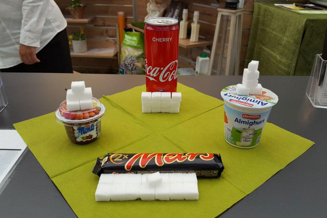 Zucker ist heute allgegenwärtig: Fast jedes verarbeitete Lebensmittel hat in irgendeiner Form Zucker drin.
