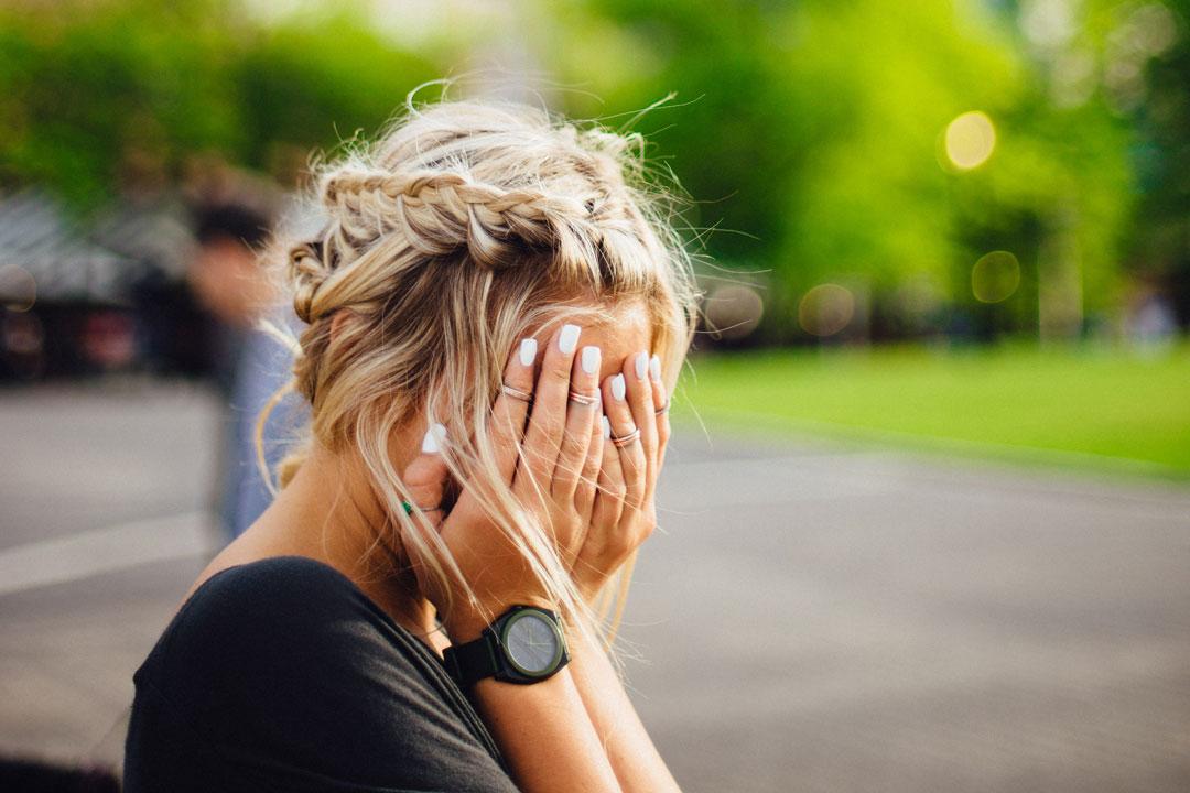 Auch Menschen, die am Arbeitsplatz nur wenig mit Stress zu tun haben, können Anzeichen eines Burn-outs zeigen.
