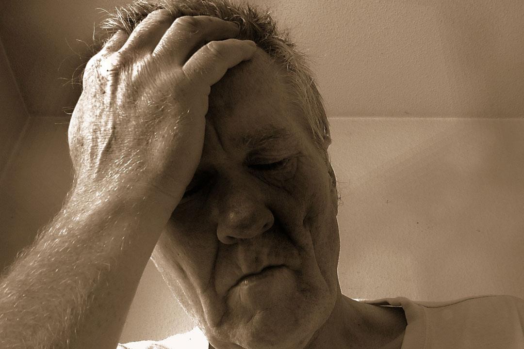Meist liegt es an beruflichem Stress, wenn der Schlaf einfach nicht kommen will.