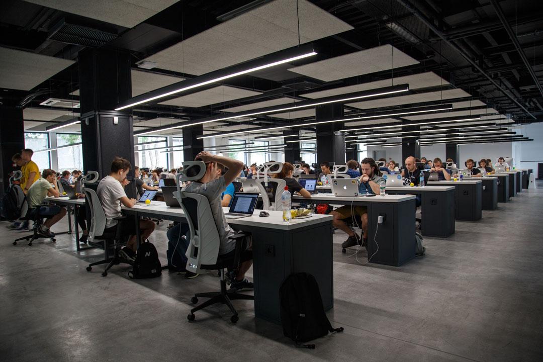 Für die Angestellten entspricht der feste Arbeitsplatz in einem Unternehmen einem eigenen Mikrokosmos.