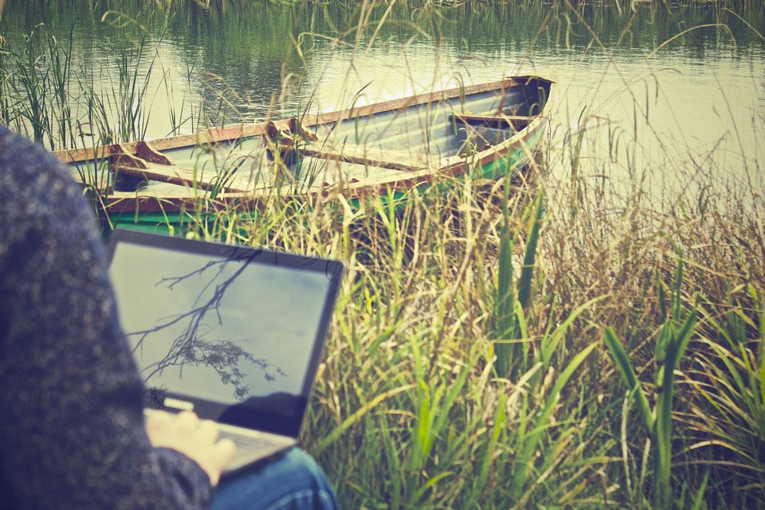 Dem Stress entfliehen - Arbeiten im Freien am See