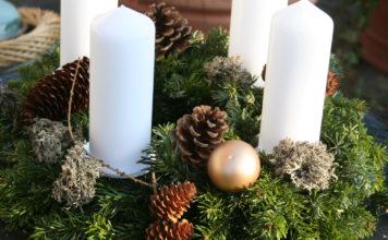Weihnachtlicher Adventskranz selber aus Tannenzweigen binden