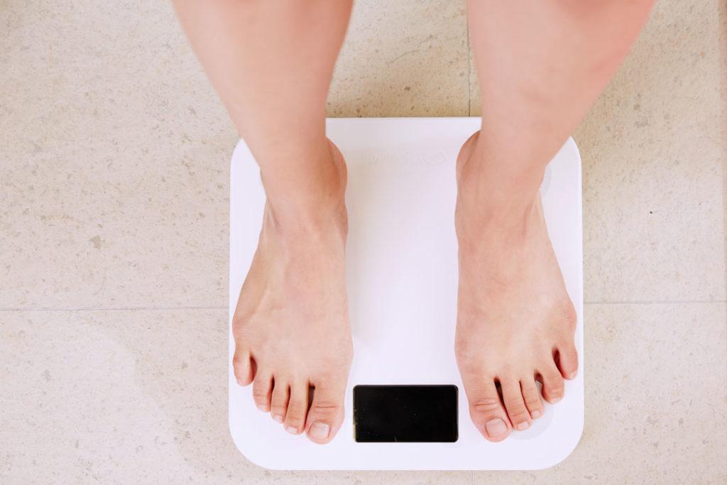 Fehlzeiten reduzieren und Kosten senken durch Gewichtsabnahme