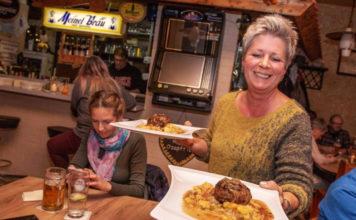 Bier, Stölla, Blau G'suudna, G'stopfte Rumm, Schwätzela, Bumbersgraut - oder Hofer Rindfleischwurst? Der Frankenwald bietet eine ungeahnte kulinarische Vielfalt.