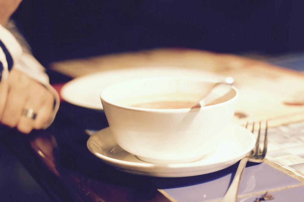 Fertigsuppe auf dem Tisch, dessen Zusatzstoffe meist nicht hinterfragt werden.