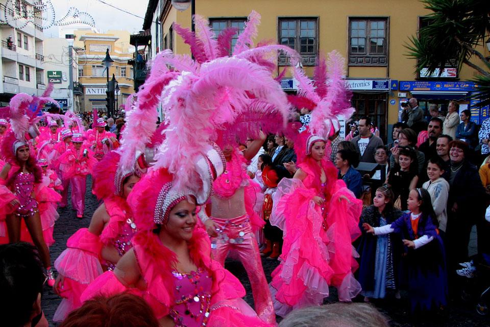 Ähnlich wie in Rio de Janeiro spielen auch in Teneriffa die Sambagruppen eine große Rolle.