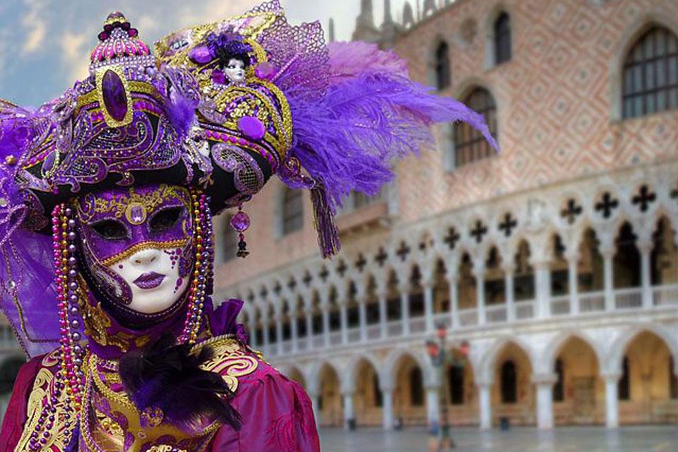 Die Verkleidung im Karneval in Venedig beruht auf einer alten Tradition.