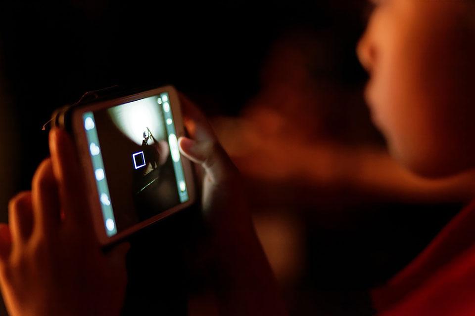 Ob sich Mobilfunk-Strahlung langfristig auf die Gesundheit von Babys und Kleinkindern auswirkt, ist nochwenig erforscht.