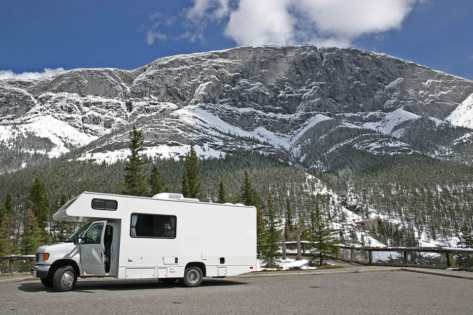 Für Winter-Camping sollte der Stellplatz gut geräumt sein.
