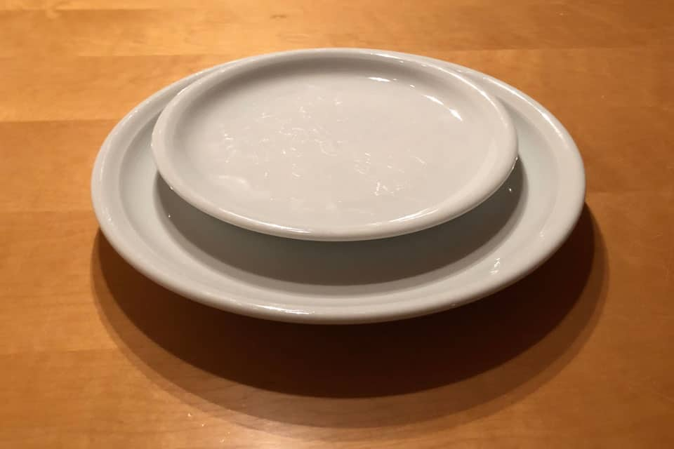 Durch die Wahl kleinerer Teller fällt es mir leicht, kleinere Portionen zu essen.