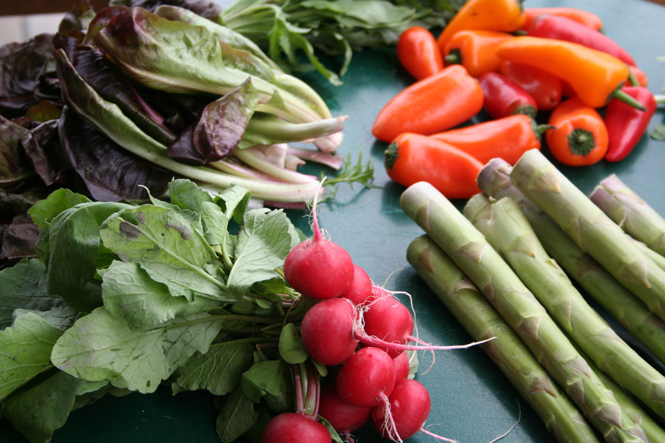 Verschieden Gemüsesorten auf dem Tisch